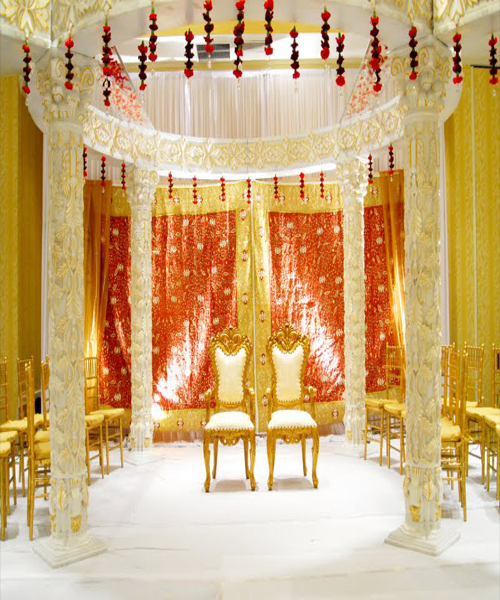 Photo Credit: IN Photos Inc., Mandap Design: Suhaag Garden Inc.