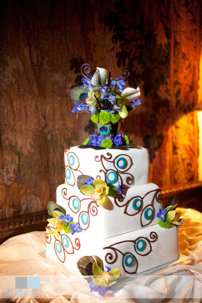peacock wedding cake Photo credit everylastdetailblogcom