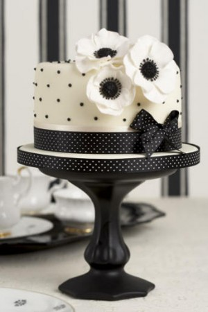 black white wedding cake