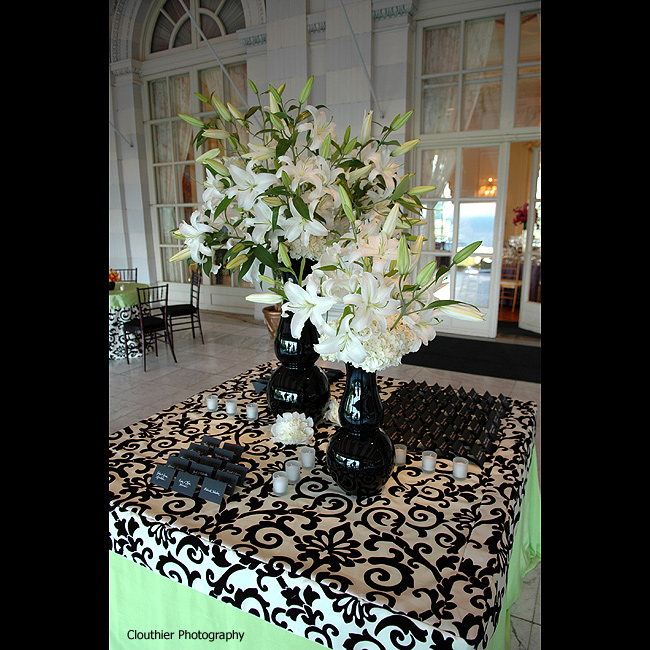 white flowers escort cards