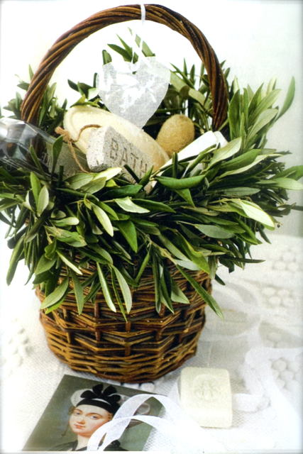 Wedding Gift Basket For Out Of Town Guests : Wedding Guest Gifts: Out of town Baskets!