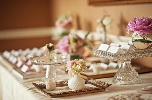 vintage wedding table display Photo credit wwwelizabethannedesignscom