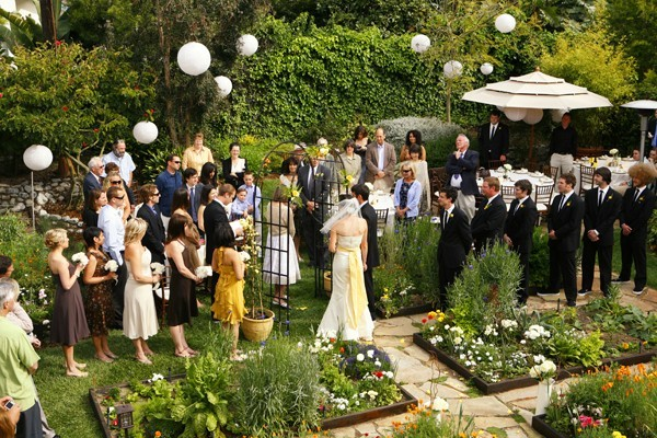 Backyard wedding decorations romantic decoration for Backyard wedding decoration ideas