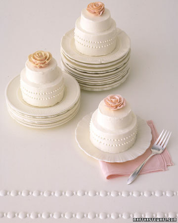 mini rose wedding cakes Photo credit Martha Stewart Weddings