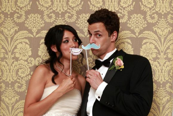 funny photobooth wedding