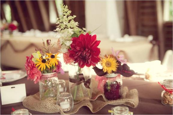 Mason jars – 5 creative ways to personalize your wedding