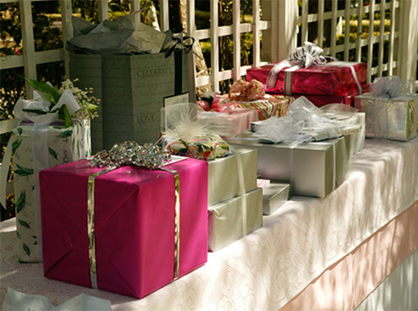 Opening Of Wedding Gifts Etiquette : wedding_gift_table