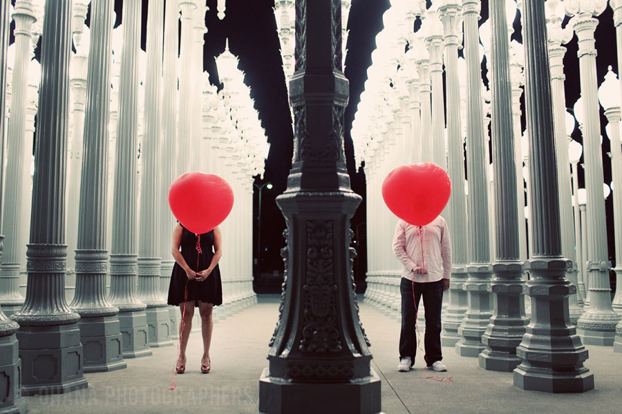 engagement photos balloons
