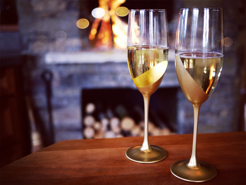 diy gold dipped champagne flutes
